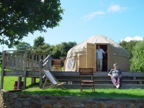 10-offas-dyke-yurts
